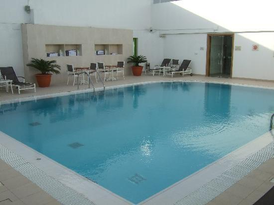 Holiday Inn Abu Dhabi: Roof Top Pool Area