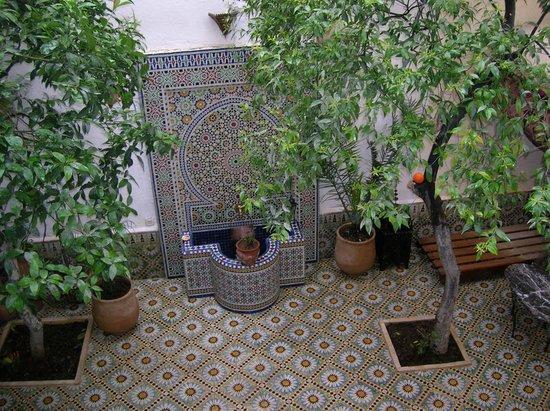 Riad Lalla Fatima: la fontaine du patio