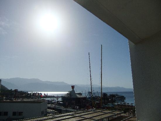 Leonardo Plaza Hotel Eilat: fairground ride view from balcony old wing