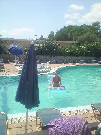 Aphrodite Apartments: swimmingpool