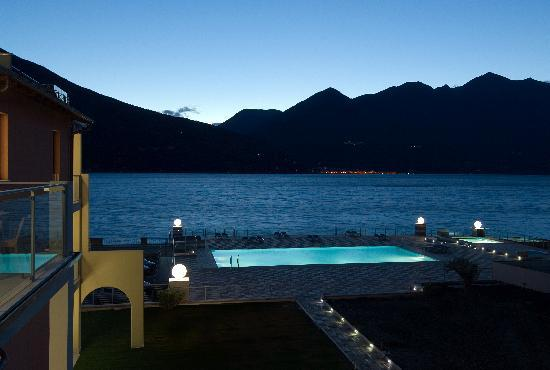 Maccagno, Italia: Pool at night