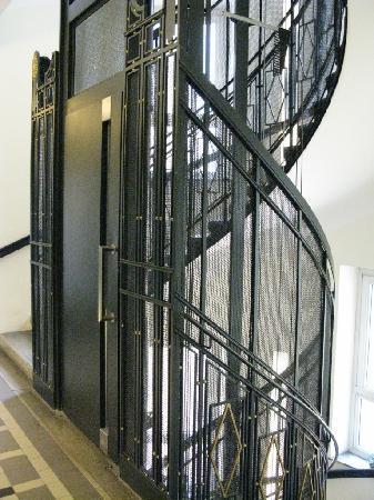 Hotel Rathaus Wein & Design : Aufzug und Treppenhaus
