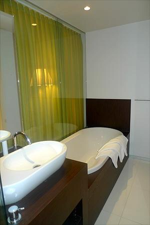 Parkhotel Roeselare: Bathroom (separate shower out of pic)