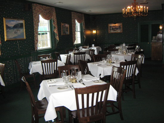 Stonehedge Restaurant: Restaurant open 6 days a week