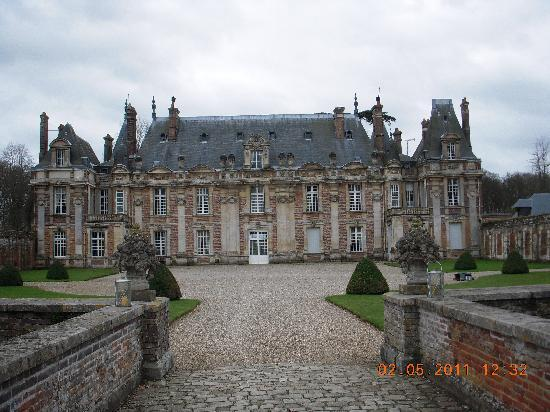 l 39 arriv e picture of chateau de miromesnil haute. Black Bedroom Furniture Sets. Home Design Ideas