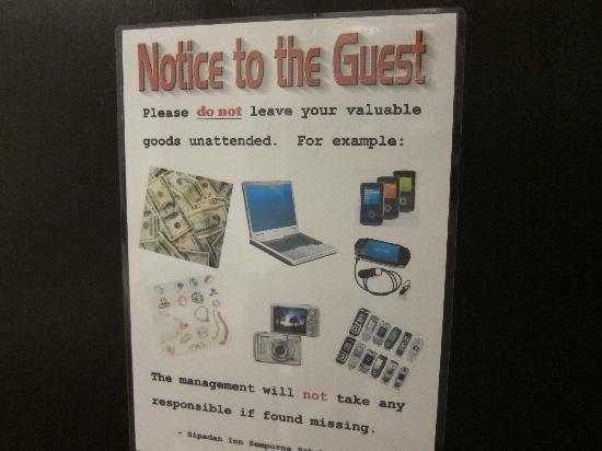 Sipadan Inn : Cartello che mette in guardia dai furti nelle staze