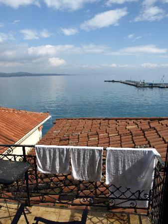 Gythion Hotel: Vista desde el balcón de la habitación