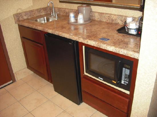 Hampton Inn & Suites Toledo-Perrysburg: Kitchenette area