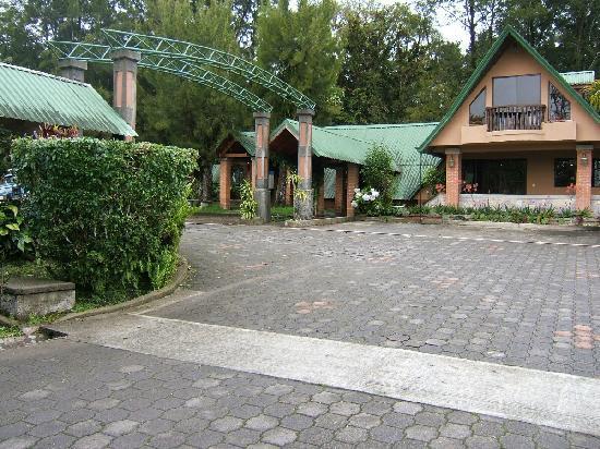 Foto de villa zurqui hotel san josecito vista de nuestra for Villas zurqui fotos