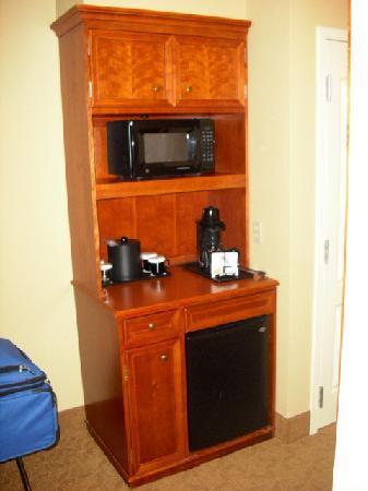 Hilton Garden Inn Cincinnati/Sharonville: Micro, frig & coffee maker