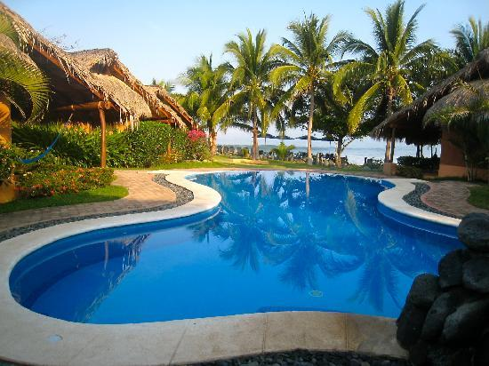 The Inn at Manzanillo Bay : The infinity pool