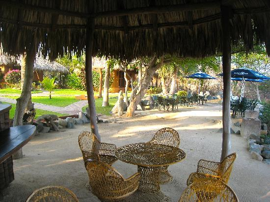 The Inn at Manzanillo Bay: Bar area