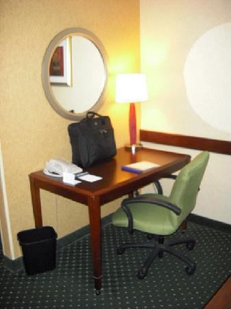 SpringHill Suites by Marriott Frankenmuth: Desk/Work area