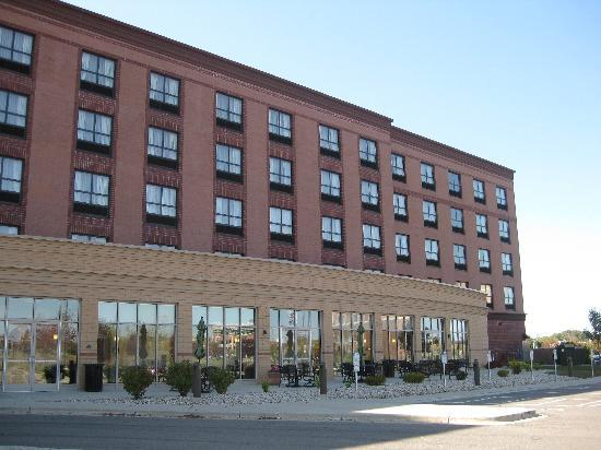 Holiday Inn Madison at The American Center: Exterior View