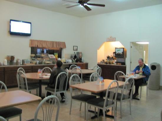 Quality Inn: Breakfast dining hot
