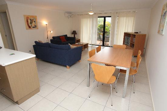 Arlia Sands Apartments: Premium 2 Bedroom Apartment - living area