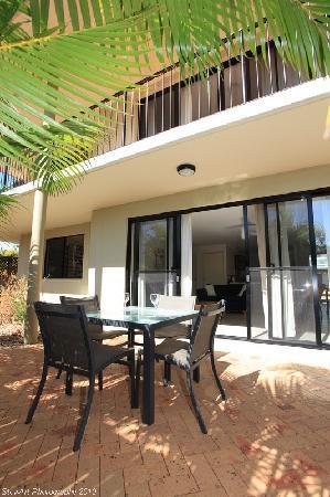 Arlia Sands Apartments: Premium 2 Bedroom Apartment - patio area