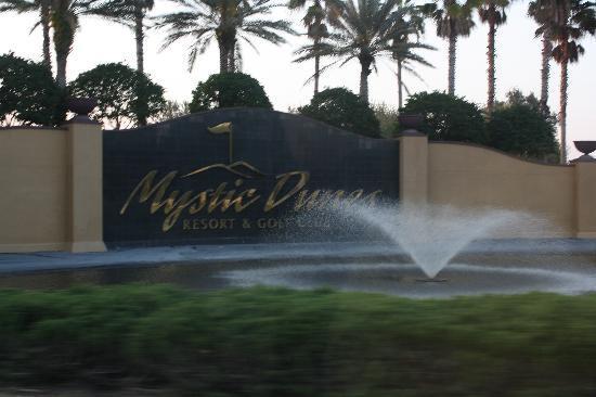 Mystic Dunes Resort & Golf Club: Entrance