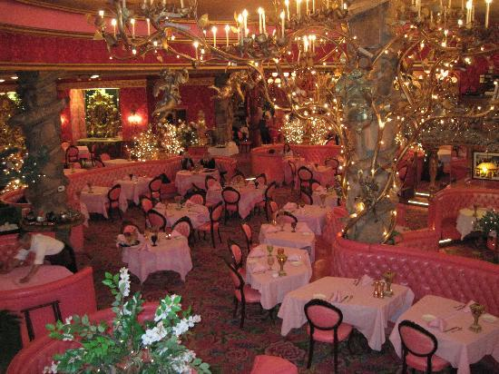 Madonna Inn: The dining room in the steakhouse.
