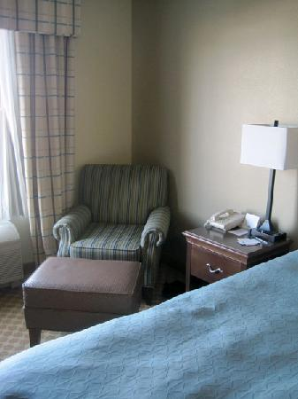 Country Inn & Suites By Carlson, Toledo: Chair in our room