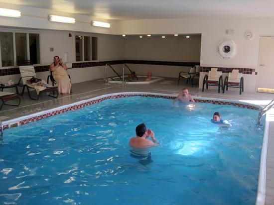 Country Inn & Suites By Carlson, Toledo : Pool in the hotel
