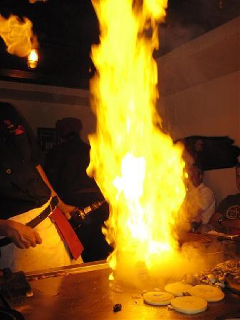 Kobe' Japanese Steak House : The only redeeming quality - the show :)