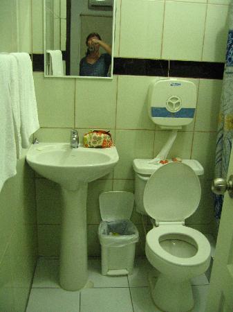 Tabuba Guest House: Bathroom