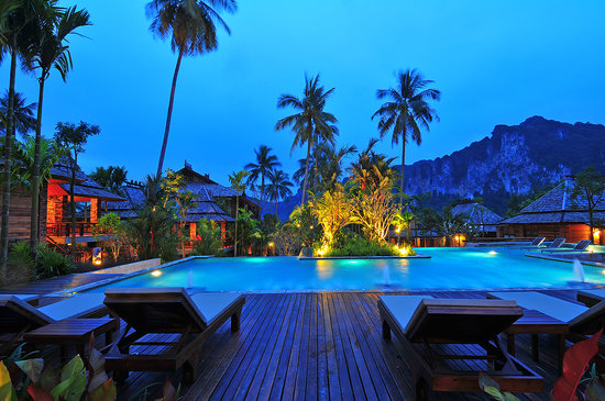 Ao Nang Phu Pi Maan Resort & Spa : Pool Area at night...