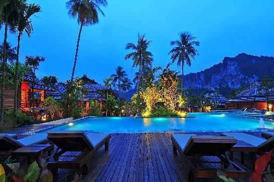 Ao Nang Phu Pi Maan Resort & Spa: Pool Area at night...