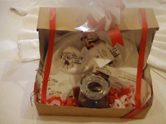 Hotel Presidente: Honeymooner's free gift box