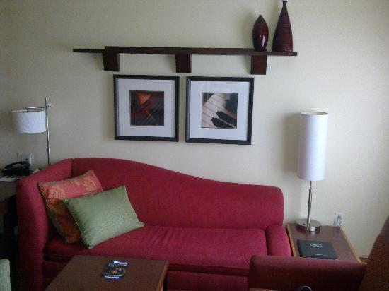 Residence Inn Prescott: The sitting room.  The couch folds out to a sleeper.