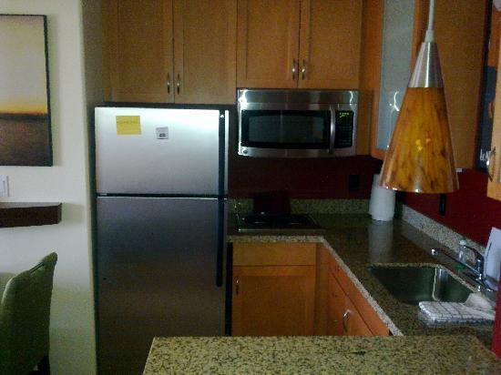 Residence Inn Prescott: The fridge and microwave.