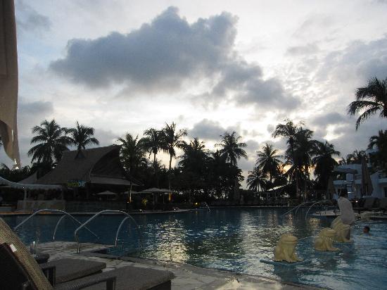 Adult Pool Picture Of Shangri La 39 S Rasa Sentosa Resort Spa Sentosa Island Tripadvisor