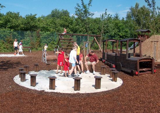 Thalfang, Alemania: Großer umzäunter Spielplatz