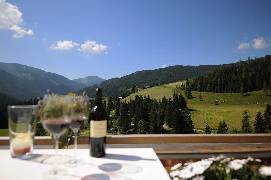 Hotel ...mein Neubergerhof: Ausblick von der Sonnenterrasse