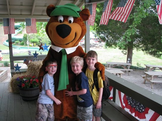 Hidden Creek Camping Resort: Yogi Bear