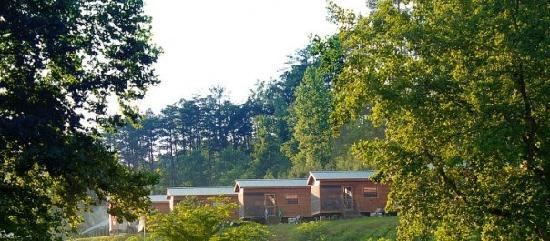 Hidden Creek Camping Resort: Lake view Cabins
