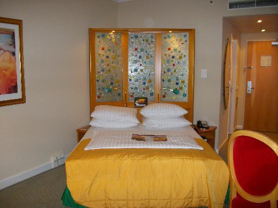 Radisson Blu Hotel, Hannover: RadissonBlu Zimmer - Bett