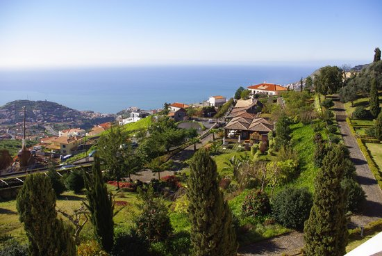 Quinta Do Estreito: View of garden and bay