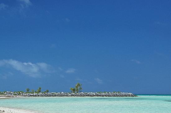 Banana Bay : 反対側には防波堤が見えました。