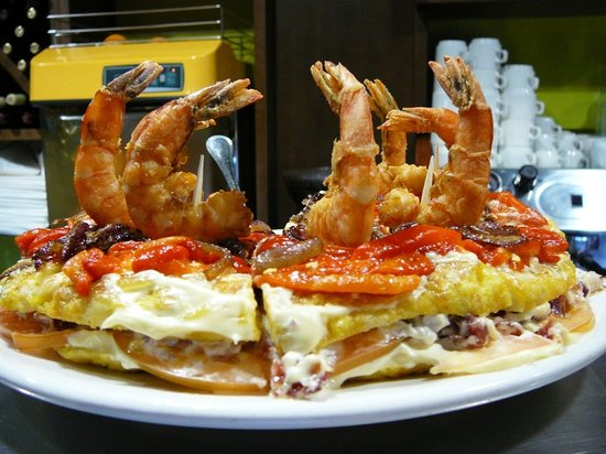 Los Jose's La Tapita: Tortilla relleno