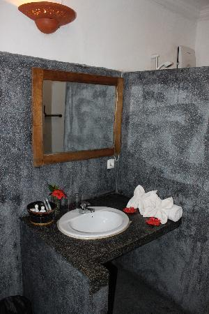 Phka Villa: bathroom