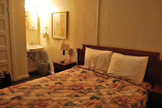 Stay on Main Hotel and Hostel: CHAMBRE (mars 2011)