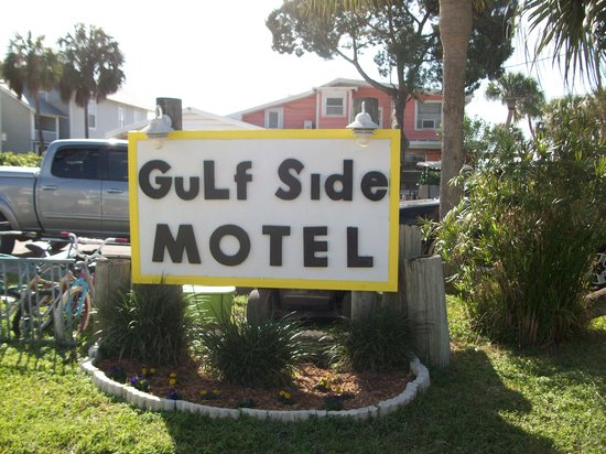 The Gulf Side Motel: Freshly painted sign