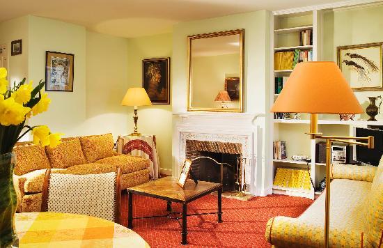 ريليه دو لوفر: apartment's living room