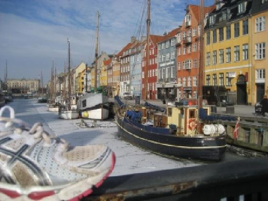 nyhavn or new haven as its called in english is the best place to enjoy a beer on a sunny day an. Black Bedroom Furniture Sets. Home Design Ideas