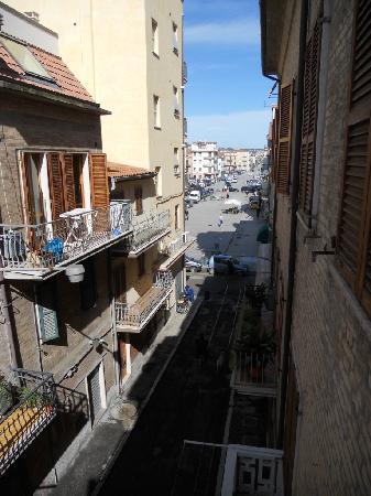 B&B Seven Rooms: Vista da balcone camera