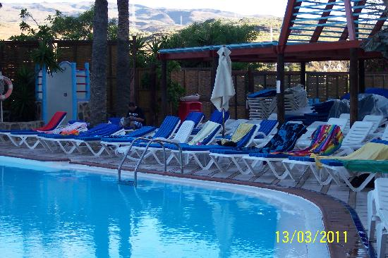 IFA Continental Hotel: Sunbeds reserved at 0800 but still not taken up at 0930