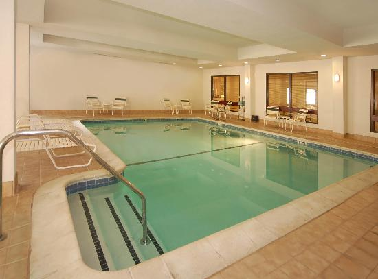 Courtyard Livermore: Indoor pool an spa