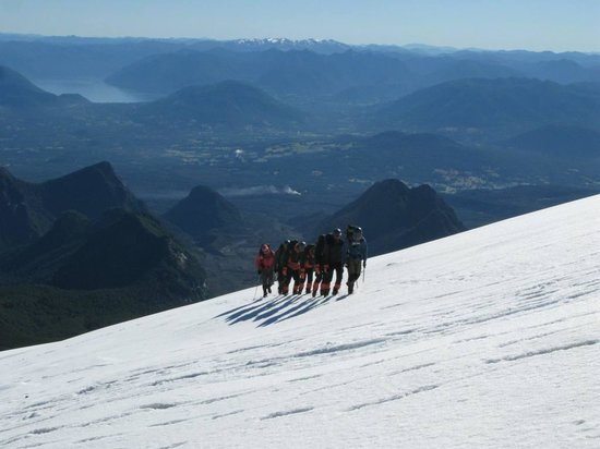 Paredon Andes Expeditions: CLIMBING UP